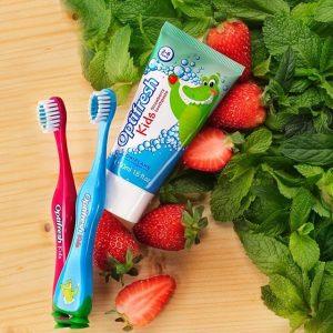 مسواک و خمیر دندان کودکان